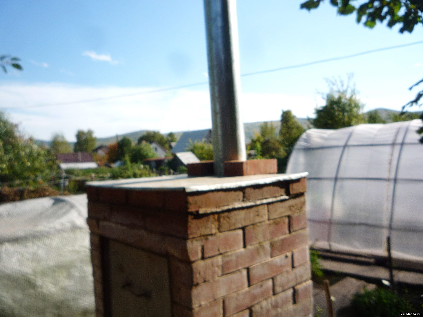 уличная печь с мангалом и коптильней из кирпича