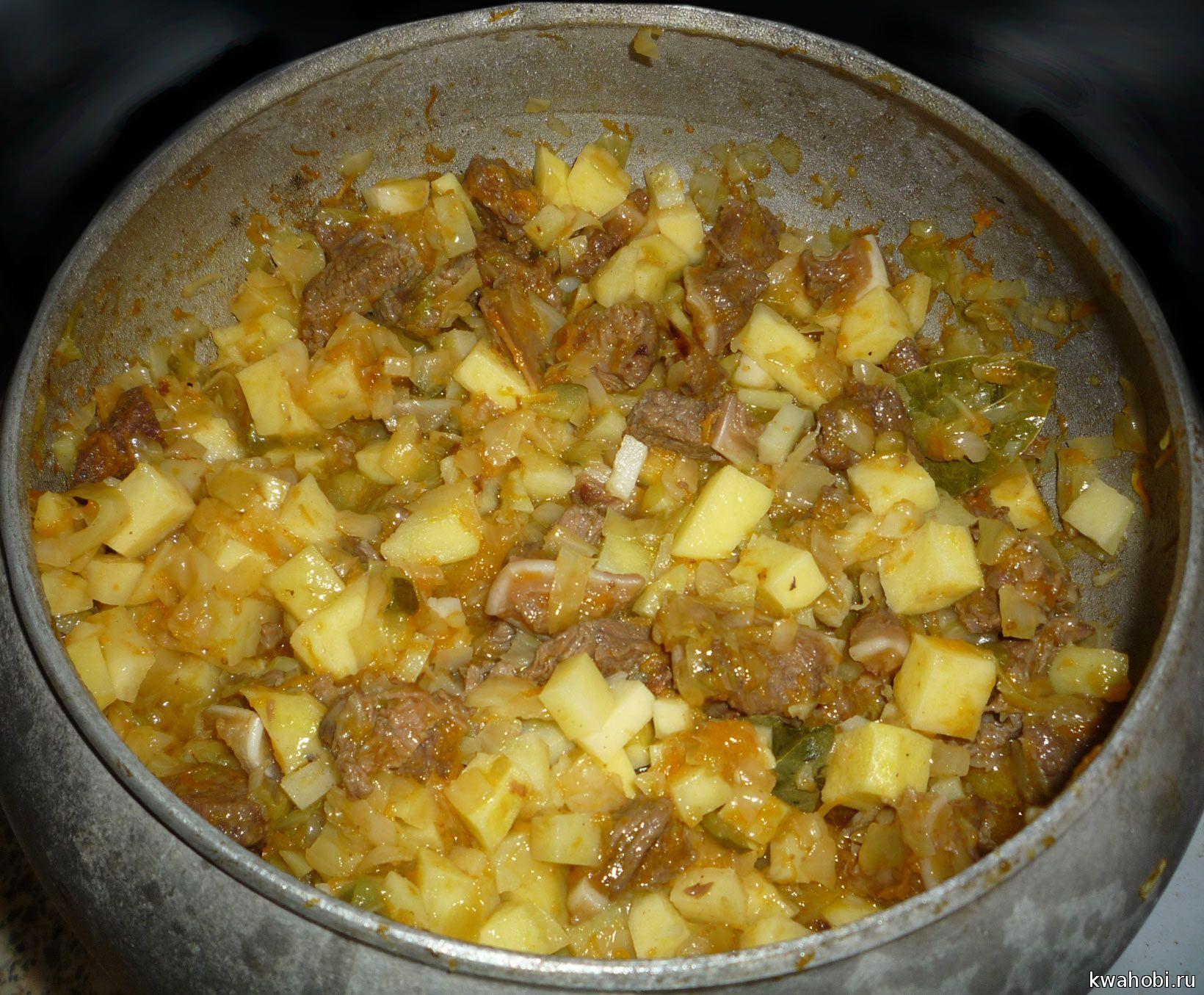 рагу, из мяса с лисичками и картофелем, в чугунке