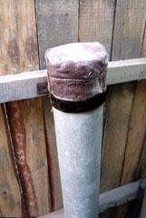 От осадков торцы труб закрыл сырой резиной.
