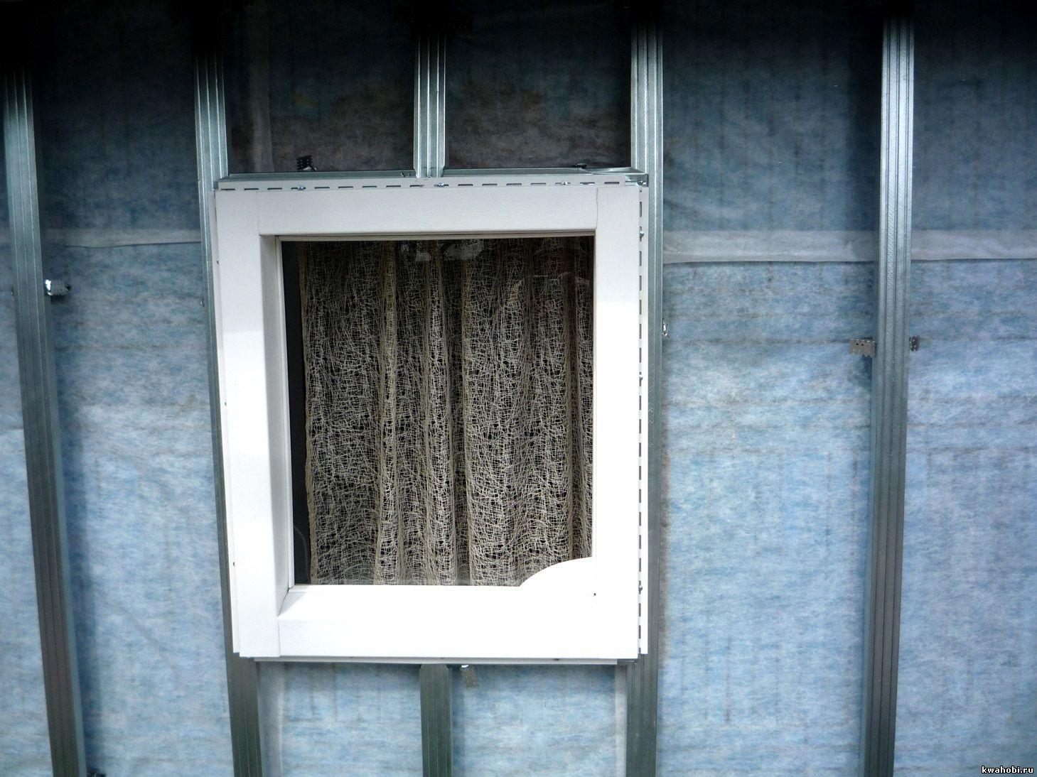 отделка окна элементами сайдинга