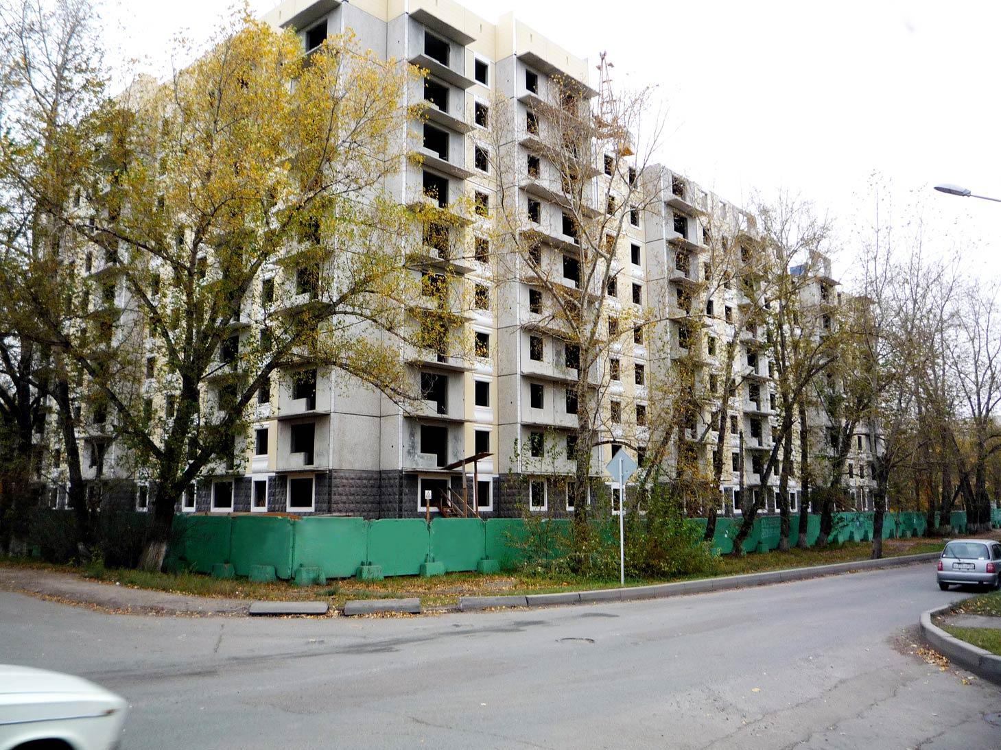 строительство панельного дома.Красноярск