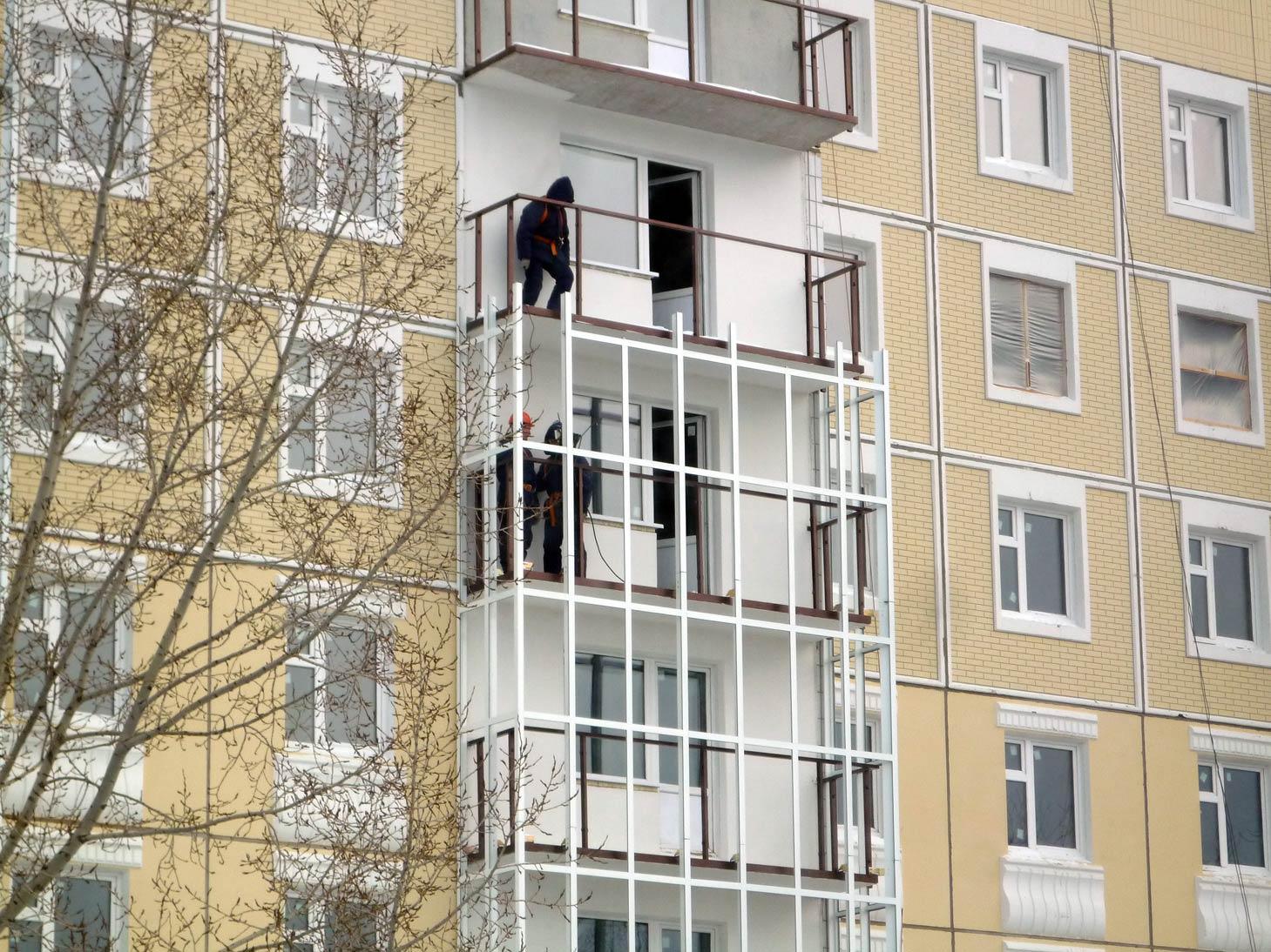 металлический каркас балкона панельного дома